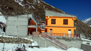 Badrinath ashram south side - March 2016 - 3 (click image to enlarge)